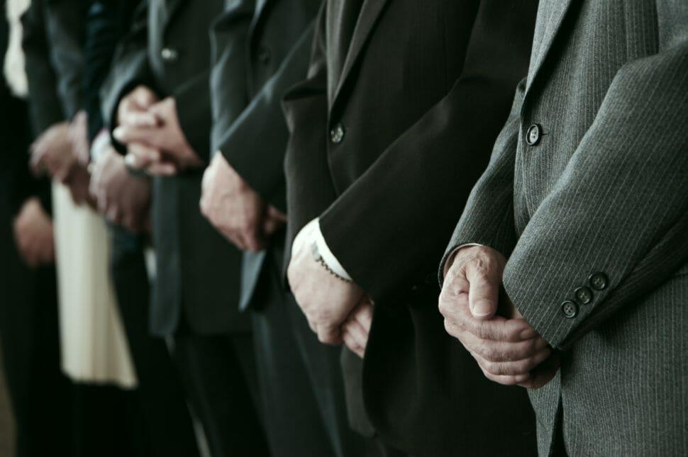 謝罪する時に着るスーツの選び方
